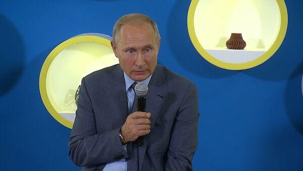 Путин рассказал, как добывал информацию на службе во внешней разведке