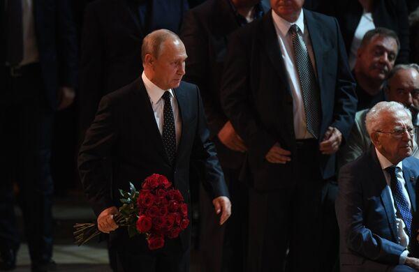 Президент РФ Владимир Путин на церемонии прощания с Иосифом Кобзоном