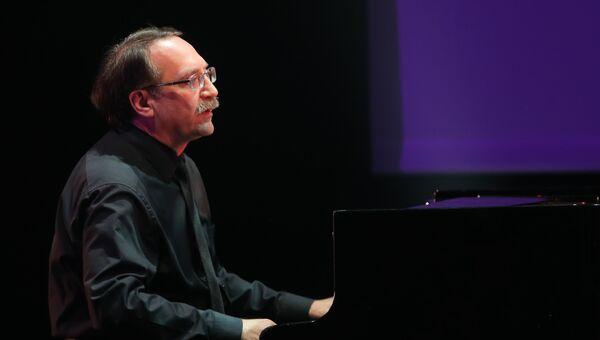 Джазовый пианист Даниил Крамер