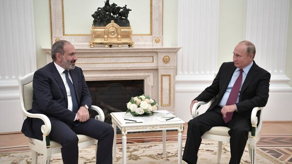 Президент РФ Владимир Путин и премьер-министр Армении Никол Пашинян во время встречи в Кремле