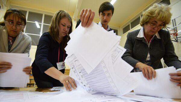 Члены избирательной комиссии во время подсчета голосов в Екатеринбурге