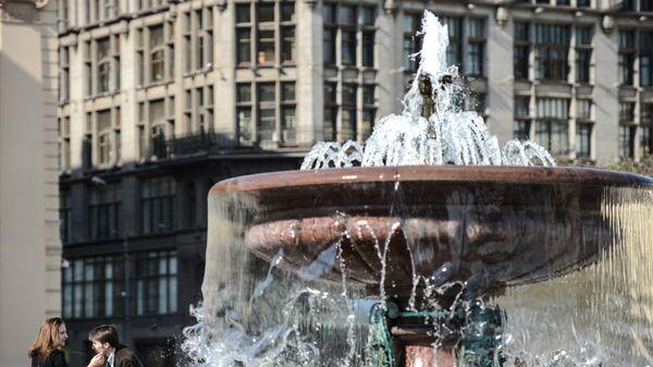 Фонтан на Театральной площади в Москве. Архивное фото