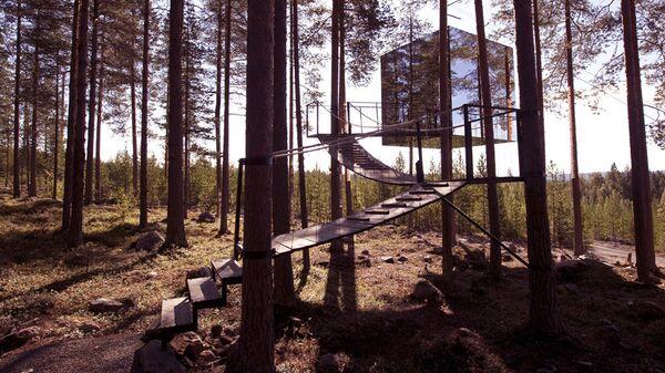 Зеркальный лесной дом на дереве — отель, расположенный в Харадсе, Швеция