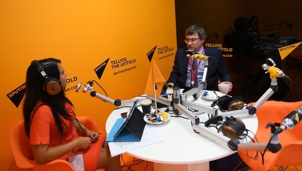 Генеральный директор Всероссийского центра изучения общественного мнения (ВЦИОМ) Валерий Федоров в радиорубке Sputnik