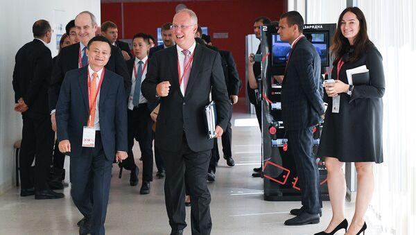 Основатель Alibaba Джек Ма и генеральный директор Российского фонда прямых инвестиций (РФПИ) Кирилл Дмитриев на IV Восточном экономическом форуме во Владивостоке