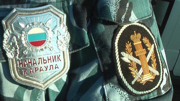 Значок и нашивка на форме сотрудника ФСИН