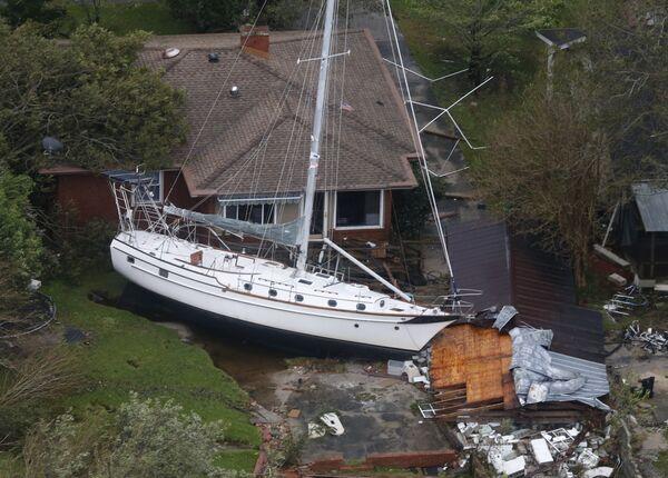 Последствия тропического шторма Флоренс в город Нью-Берн, штат Северная Каролина. 15 сентября 2018