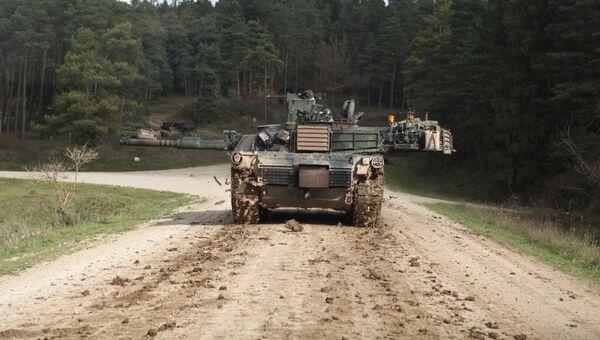 Американский танк Абрамс во время учений в Германии