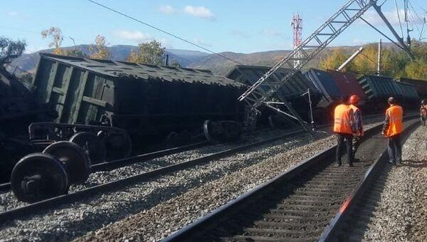В Иркутской области сошли с рельсов 12 вагонов грузового поезда. 21 сентября 2018