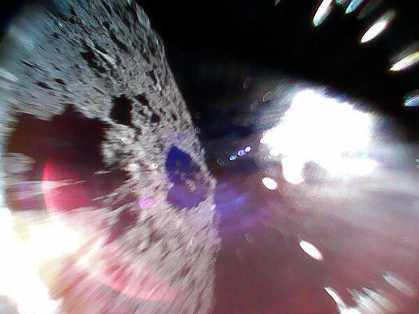 Фотография, сделанная зондом Rover-1А на астероиде Рюгу (162173)