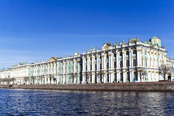 Вид на Зимний дворец в Санкт-Петербурге
