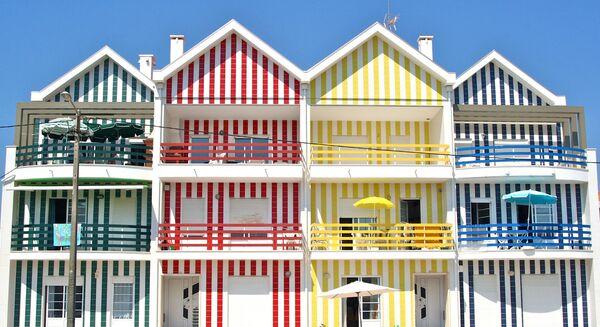 Цветные дома в Кошта-Нове, Португалия