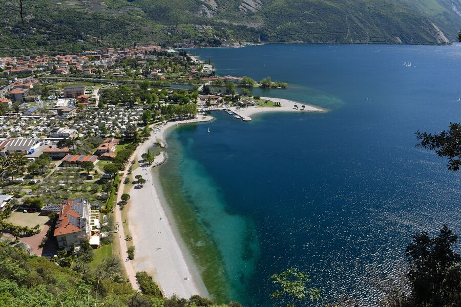 Италия. Вид с горы на озеро Гарда