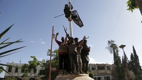 Боевики террористической организации Фронт ан-Нусра* в городе Эриха провинции Идлиб, Сирия. Архивное фото