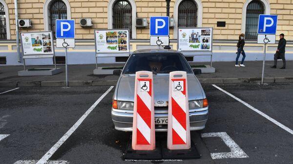 Места для парковки автомобилей инвалидов на Комсомольской площади в Москве
