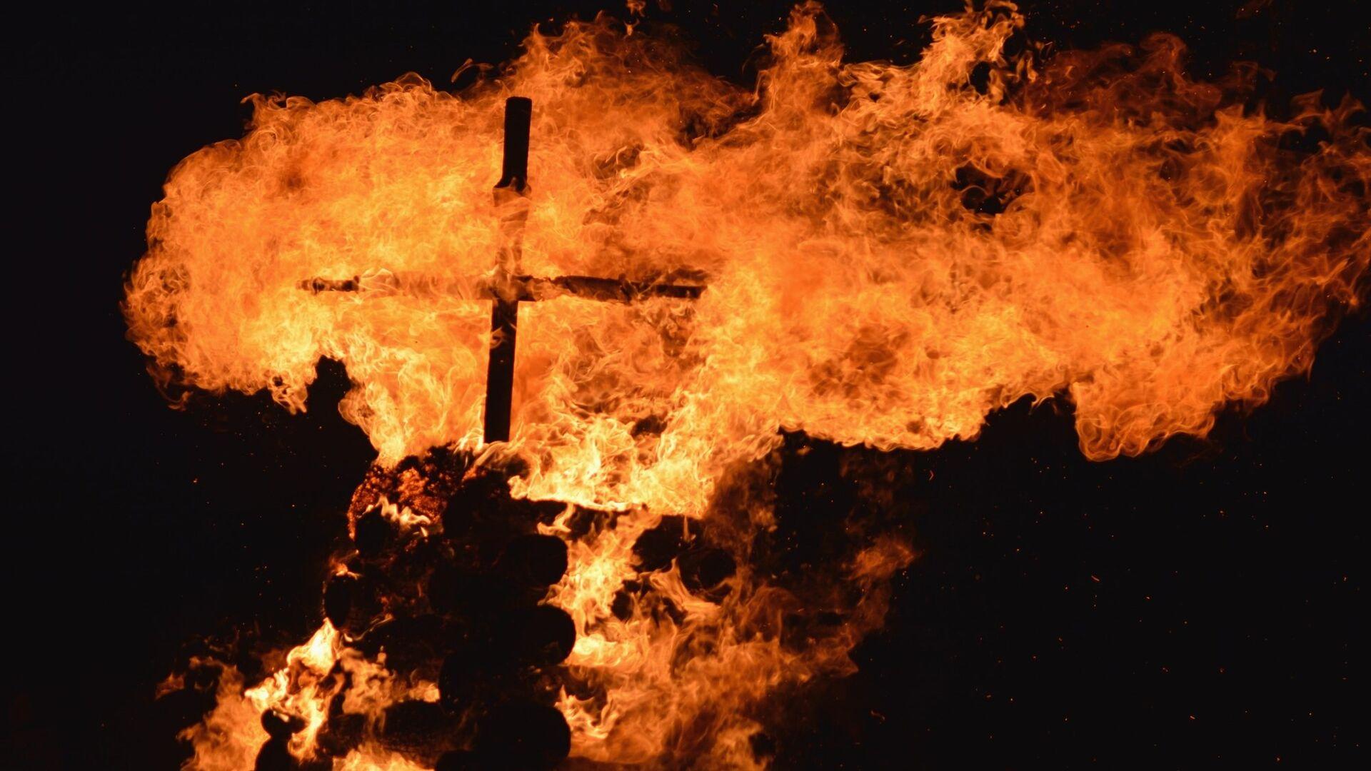 Крест в огне - РИА Новости, 1920, 08.09.2020