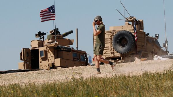 Американский военный в районе сирийского населенного пункта. Архивное фото