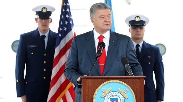 Президент Украины Петр Порошенко на церемонии передачи Военно-морским силам Украины двух патрульных катеров береговой охраны класса Island