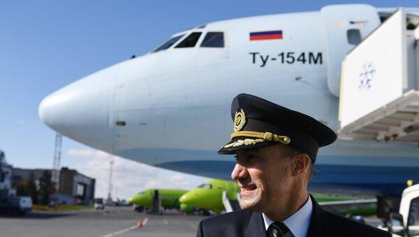 Встреча самолёта Ту-154М «Ижма» в аэропорту Толмачево