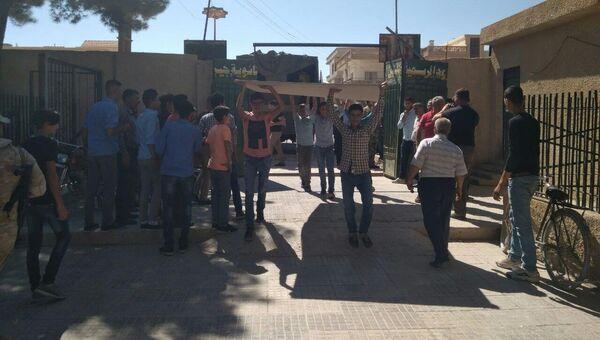 Доставка материала для ремонта школы в сирийском Джейруде. Архивное фото