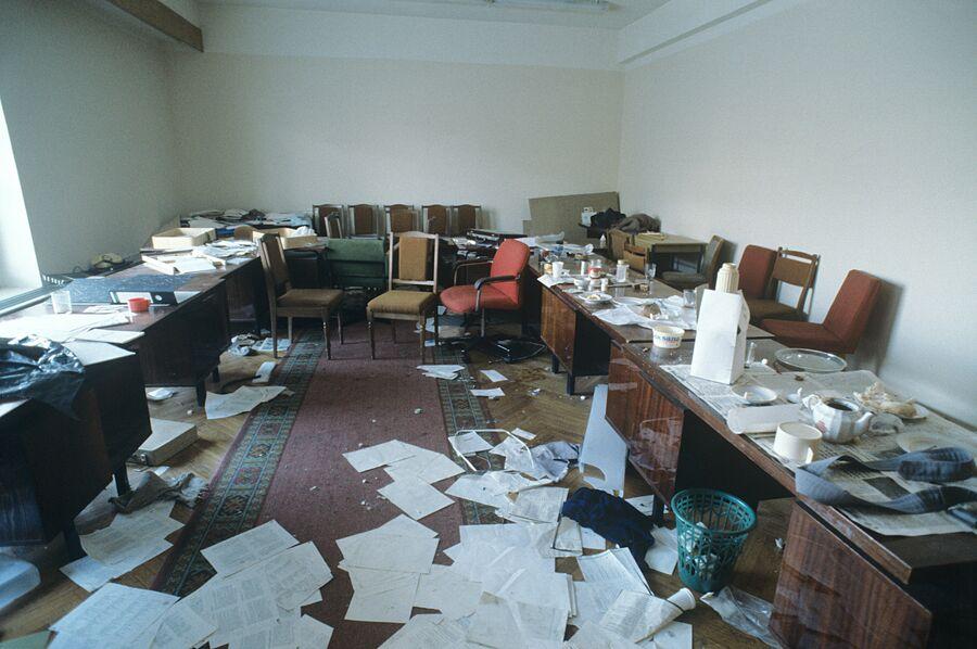 В одной из комнат Верховного Совета РФ (Дом Советов)