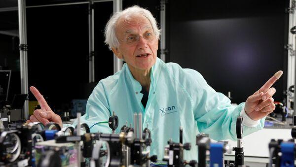 Французский физик Жерар Муру, лауреат Нобелевской премии по физике 2018 года, в своей лаборатории в Политехнической школе в Палезо недалеко от Парижа
