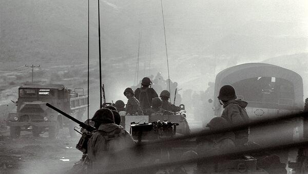 Израильские военнослужащие во время боя с сирийскими войсками на Голанских высотах. 8 октября 1973