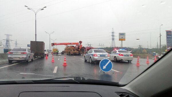 ДТП с участием автокрана на 19-м километре МКАД в Москве. 3 октября 2018