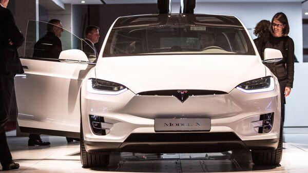 Астронавтов НАСА на стартовую площадку доставит внедорожник Tesla