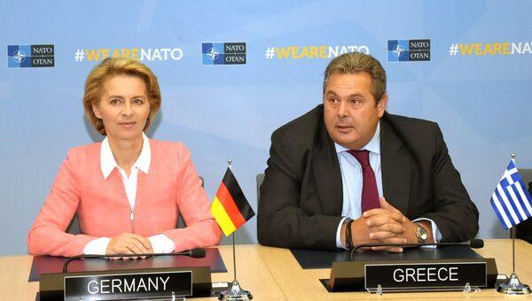 Министр обороны Германии Урсула фон дер Ляйен и министр обороны Греции Панос Камменос на встрече министров обороны стран НАТО в Брюсселе. 4 октября 2018