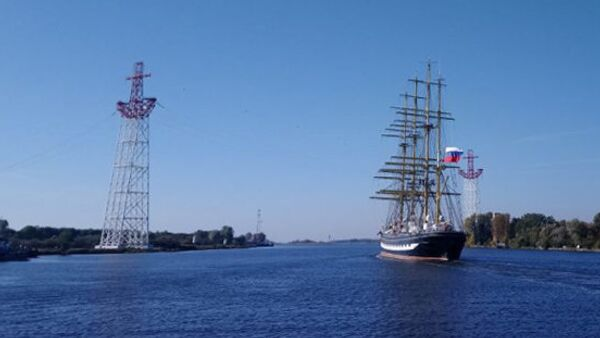 Опоры ЛЭП в виде якорей в Калининграде. Архивное фото