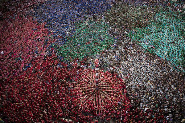 Cоревнования по возведению пирамид из людей (кастелей) в Таррагоне, Испания
