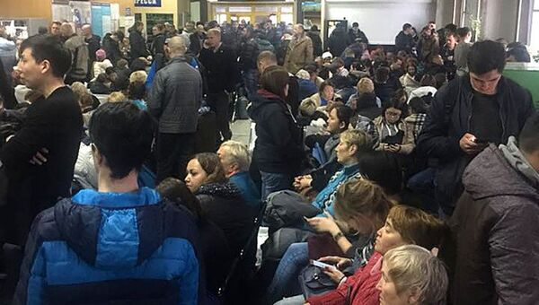 Пассажиры в аэропорту Якутска. 10 октября 2018