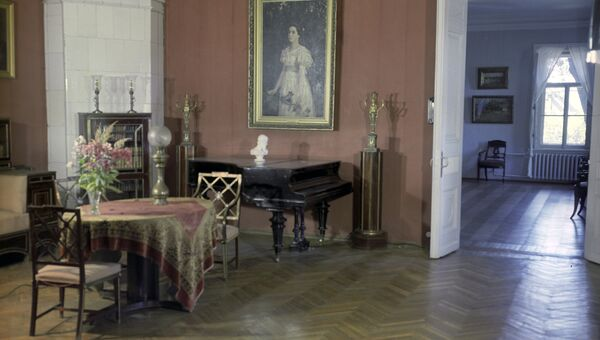 Красная гостиная в музее-усадьбе Абрамцево