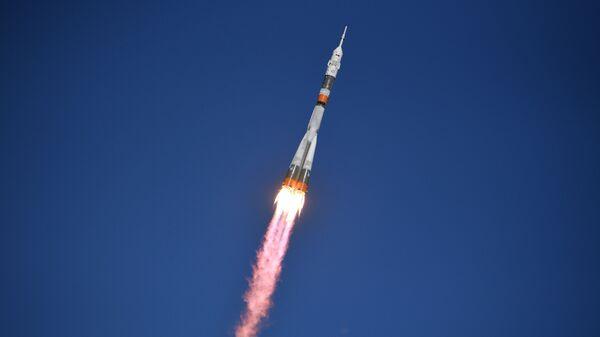 Старт ракеты Союз-ФГ с кораблем Союз МС-10