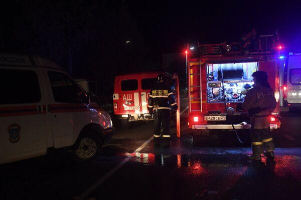 Спасатели на месте столкновения автобуса с фурой в Чувашии