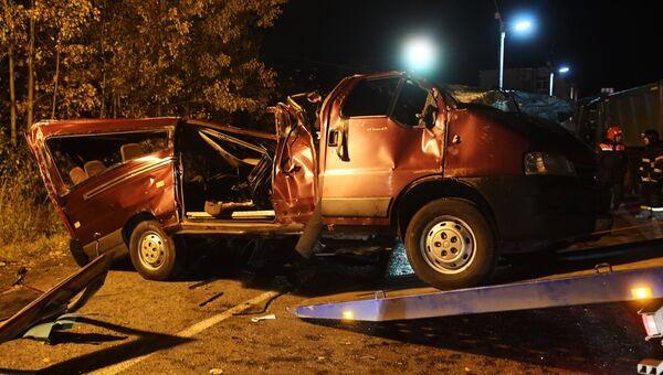 Последствия столкновения автобуса с фурой в Чувашии. 11 октября 2018
