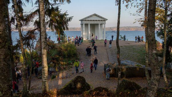 Храм Нептуна в скальном пейзажном парке Монрепо в Выборге. Архивное фото