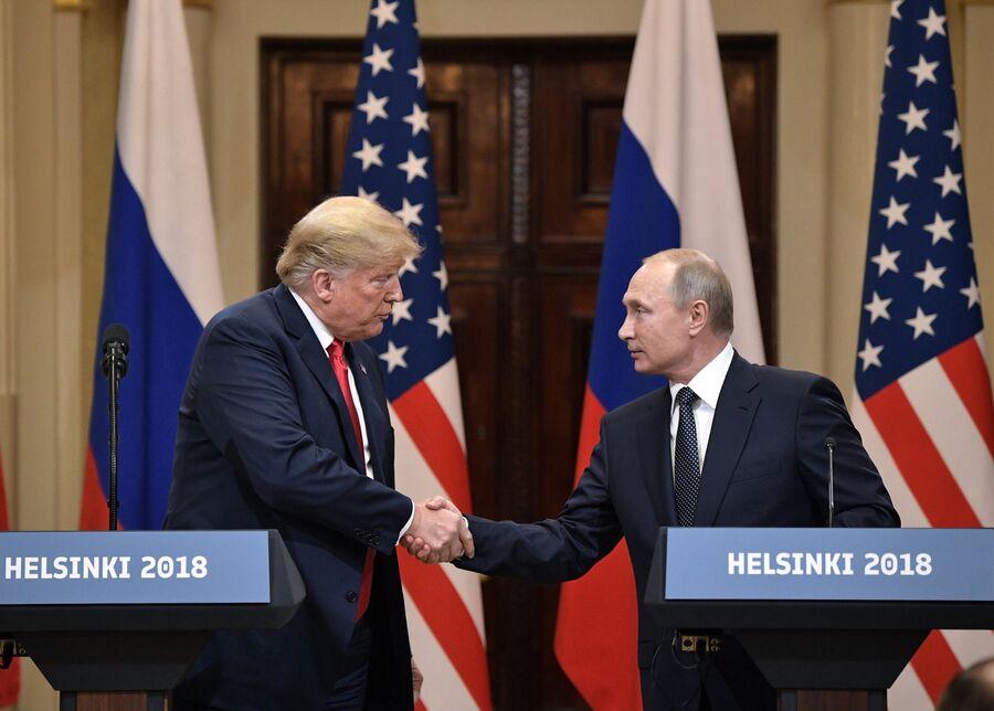 Президент России Владимир Путин и президент США Дональд Трамп в Хельсинки
