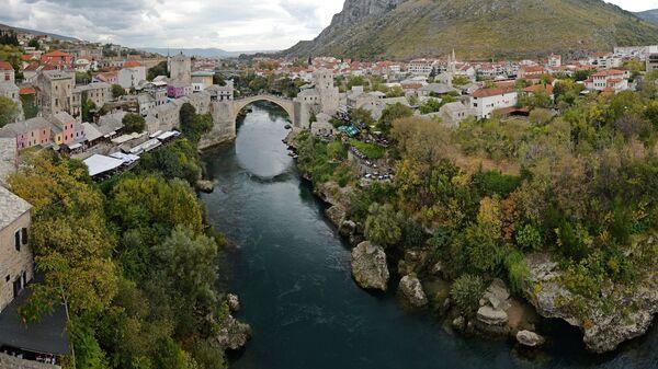 Мост через реку Неретву, соединивший две части города Мостар