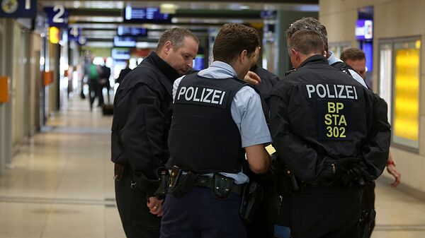 Полицейские в здании центрального вокзала в Кельне