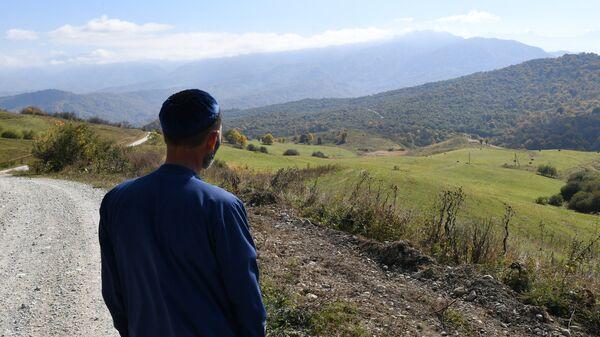 Местный житель возле селения Даттых в Сунженском районе Ингушетии