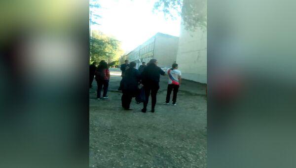 Момент нападения на керченский колледж