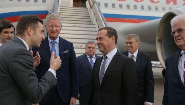 Председатель правительства РФ Дмитрий Медведев, прибывший для участия в 12-м саммите Азия – Европа (АСЕМ), во время встречи аэропорту Брюсселя. 18 октября 2018