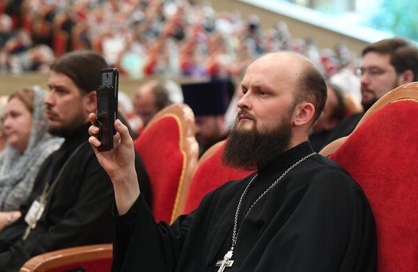 Священнослужитель на VIII Общецерковном съезде по социальному служению