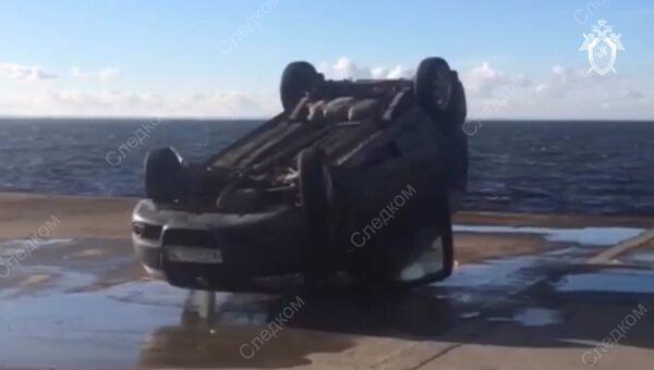 Автомобиль, извлеченный из акватории Финского залива