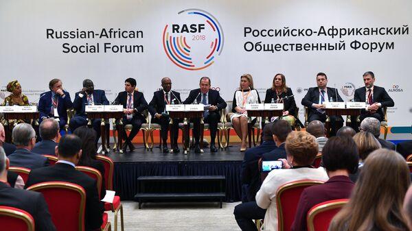Министр иностранных дел РФ Сергей Лавров выступает на открытии Общественного форума Россия — Африка в Москве. 22 октября 2018