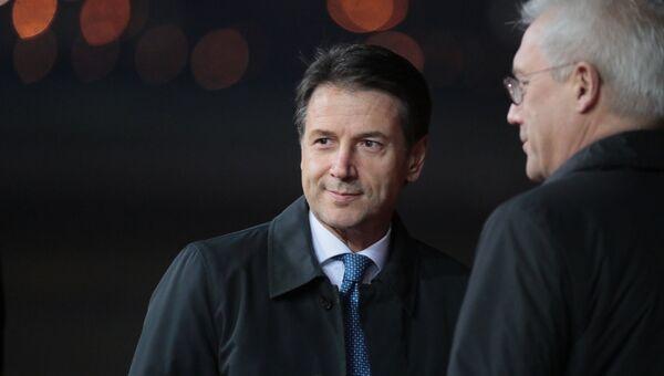 Премьер-министр Италии Джузеппе Конте во время церемонии встречи в аэропорту Внуково-2. 23 октября 2018
