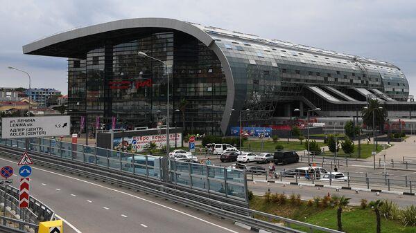 Здание железнодорожного вокзала в Адлере