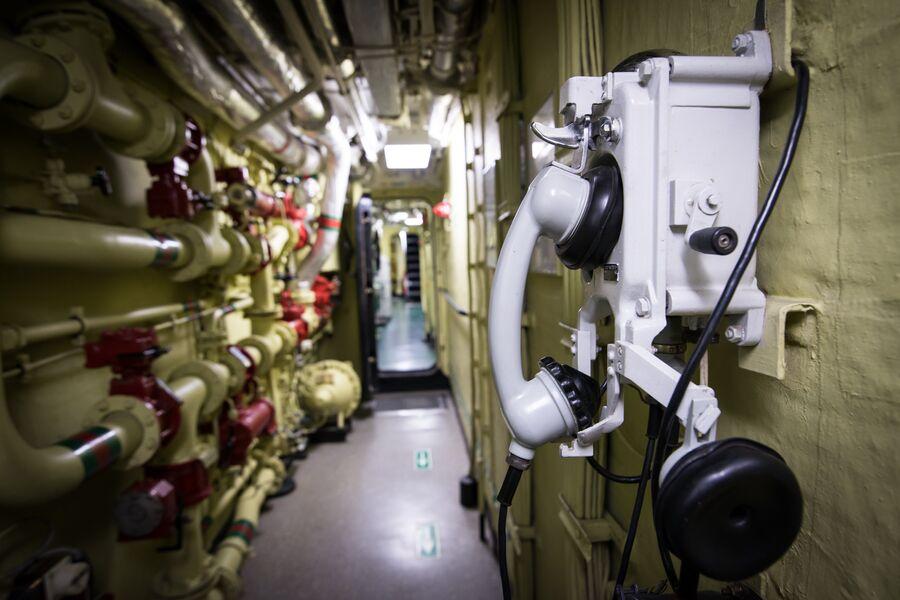 Телефонный аппарат внутренней связи на фрегате Адмирал Макаров